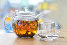 GLASS KETTLE WITH TEA AND EMPT...
