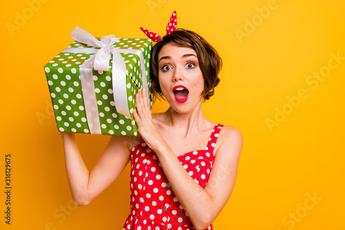 Obraz Portrait crazy astonished girl get big green dream gift box shake it want know what boyfriend give her 14-february wear vintage style clothing isolated yellow color background - fototapety do salonu