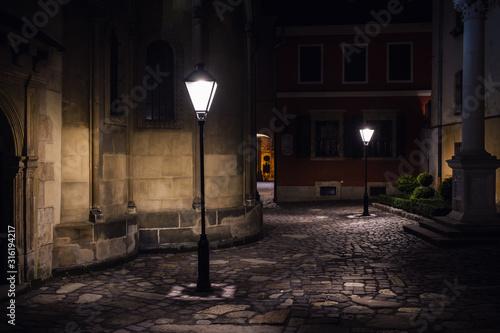 Fotografía illuminated street at night. Old european city