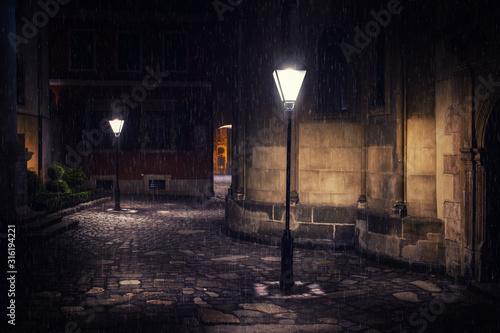 Cuadros en Lienzo Rainy night in old European city with lanterns