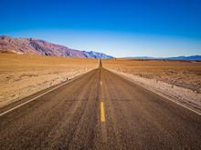 The Lane Of Endless Straight B...