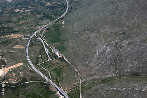 Autostrada A25 nei pressi di Avezzano, in Abruzzo Canvas Print