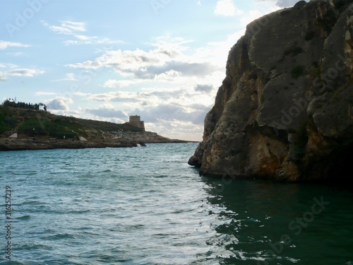 Fotografie, Obraz Bay with fort and garden across expanse of turquoise water with people