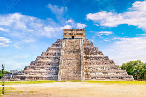 Foto Pyramid of Kukulcan at Chichen Itza in Yucatan Peninsula, Mexico