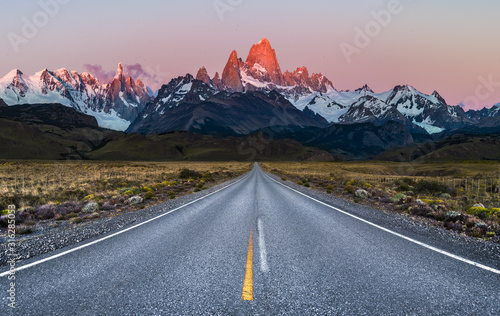 Fototapeta Beautiful Alpine Glow / first light on Mount Fitz Roy viewed from Road to El Chalten obraz