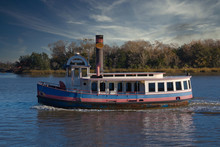 2020-01-17 A TUG BOAT ON A RIVER