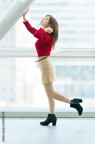 Photo 女性ポートレート 全身 冬コーデ ミニスカート