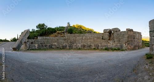 Fotografering Ruins of the Arcadian gate and walls near ancient Messene(Messini)