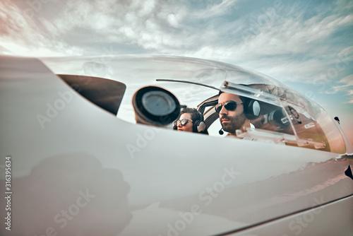 Cuadros en Lienzo Serious pilots in a small plane
