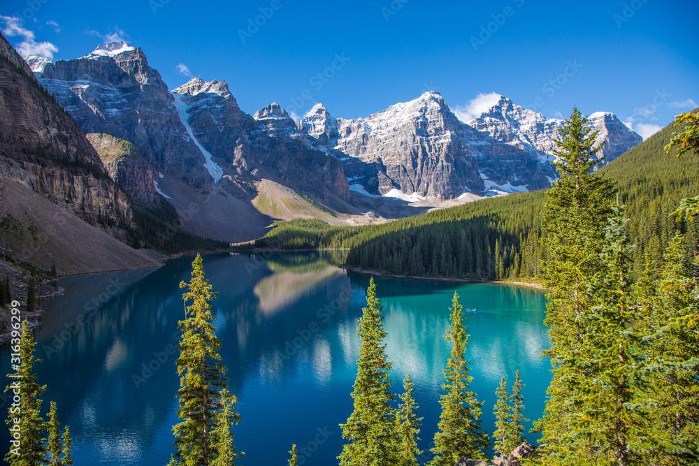Fototapeta Moraine Lake in the Valley of the Ten Peaks in Banff National Park in the Canadian Rockies in Alberta Canada
