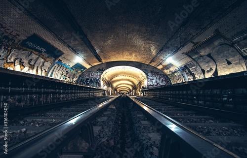 Photo abandoned metro station in Paris