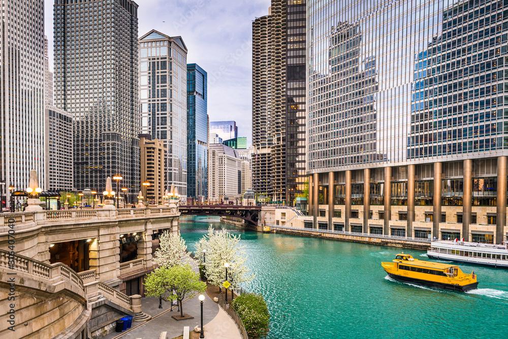 Fototapeta Chicago, Illinois, USA sightseeing cruise and skyline on the river.