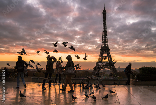 silhouette-of-eiffel-tower-in-paris-at-sunrise
