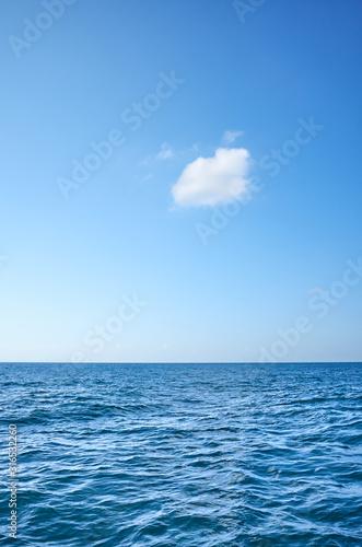 Fototapeta Single cloud over the ocean on a sunny day. obraz