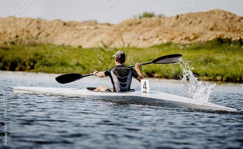 Fotomural back athlete kayaker rowing kayaking competition race