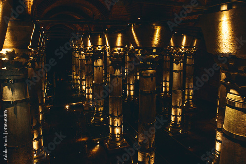 Fotografía Beautiful view inside the basilica cistern in Istanbul in Turkey