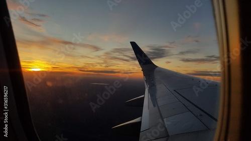 Photo Atardecer en Avion