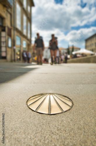Billede på lærred Scallop Shell Iconic Symbol Of Camino De Santiago In Spain