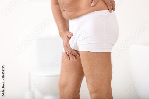 Cuadros en Lienzo Mature man with urologic disease in bathroom