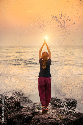 Cuadros en Lienzo Beautiful yoga meditation reflection on water Goa beach on sunset