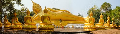 Tableau sur Toile Big golden buddha status in Wat Pa Koon Kham Vipassana temple,sakon nakhon province,thailand