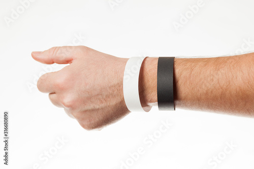 Fotografía  Black and white version of blank bracelet on hand
