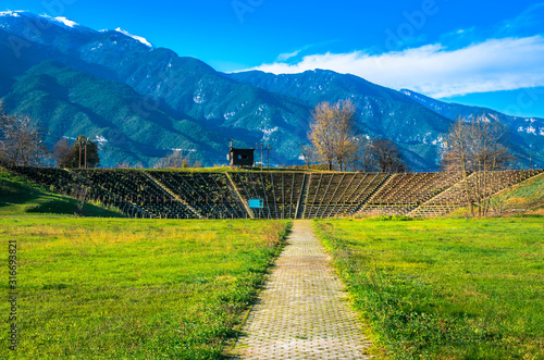 Photo View of Hellenistic Theater at the archaeological site of Dion situated in the northern foothills of Mount Olympus
