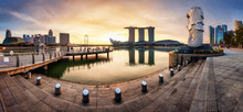 SINGAPORE - OCTOBER 11 2019: Merlion Fountain And Marina Bay Sands Panorama Is Famous Landmark At Sunrise Of Singapore City