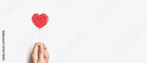 close up of heart lollipop on hand isolated on white background Tableau sur Toile
