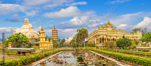 Photo Landscape with Vinh Tranh Pagoda in My Tho, the Mekong Delta, Vietnam