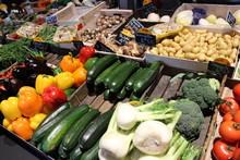 Stand, étal De Fruits Et Légumes Sur Le Marché
