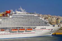 Huge Cruiseship Liner Or Cruis...