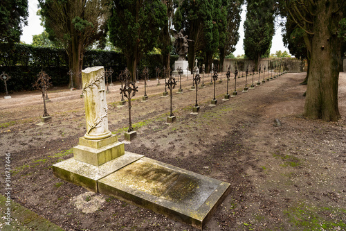 Photo Cemetery of Aquileia on a cloudy day in late autumn