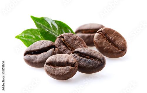 fototapeta na ścianę Coffee beans in closeup on white background