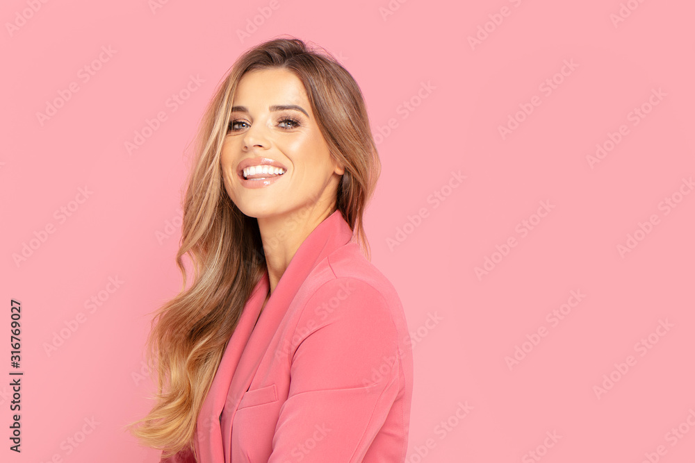 Fototapeta Happy smiling woman on pink background.