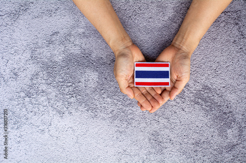 Fotomural Small thailand flag in a hand
