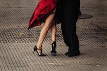 Pareja Bailando Tango En Bueno...