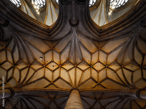 Photo Stunning interior of the tallest cathedral in Germany, the cathedral of the city of Ulm