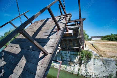 Obraz na plátně The Langlois Bridge at Arles