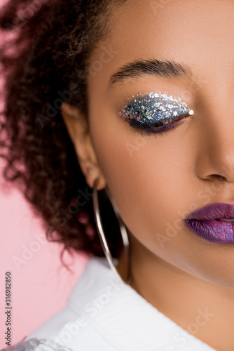 Photo beautiful african american girl with silver glitter eyeshadows and purple lips,