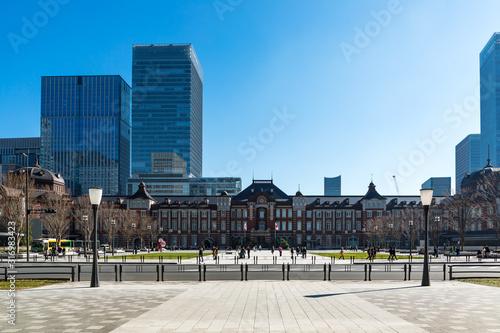 Photo (東京都ー都市風景)東京駅と駅前広場の風景1