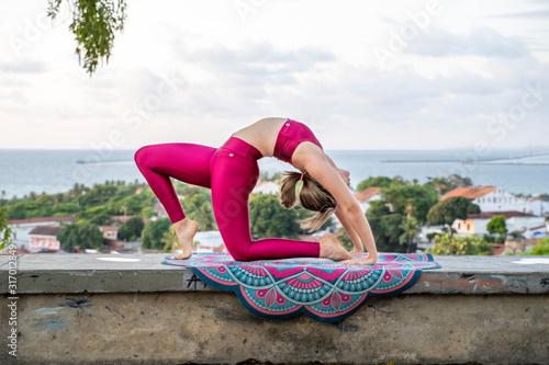 Photo Posturas de pilates em Ensaio em Olinda, Brasil.