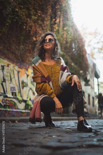 Photo joven mujer con estilo otoñal colores calidos y moda
