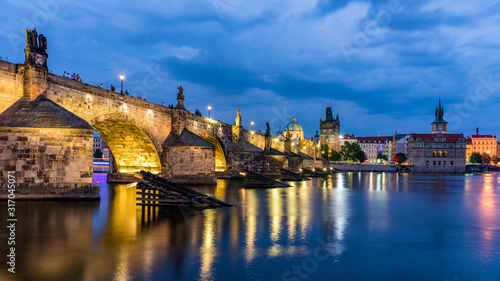 Canvastavla Charles Bridge, Old Town and Old Town Tower of Charles Bridge, Prague, Czech Republic