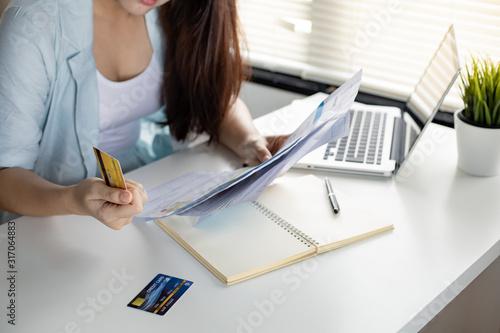 Αφίσα Woman overthink by debt from many credit cards and bills.