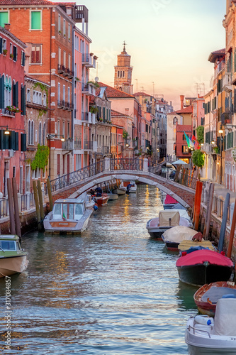 Fototapeta Romantic canal in center of Venice.Beautiful and romantic streets of Venice, Beautiful photos of Venice. obraz
