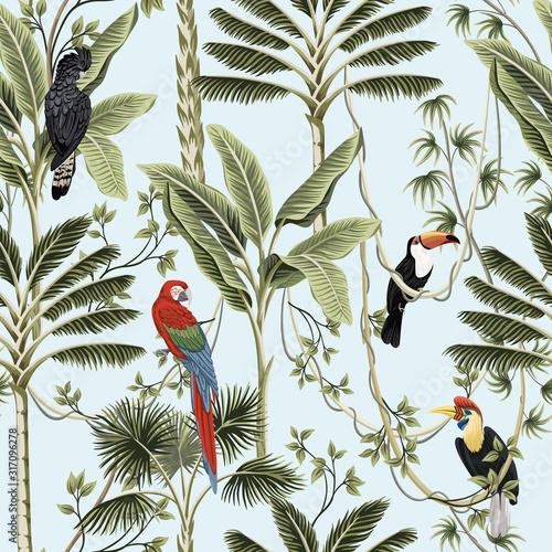 Fototapeta premium Tropikalne palmy vintage, liana, papuga Ara, tukan ptak kwiatowy wzór niebieskie tło. Egzotyczna tapeta dżungli.