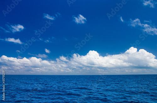 perfect sky and water of indian ocean Fototapet