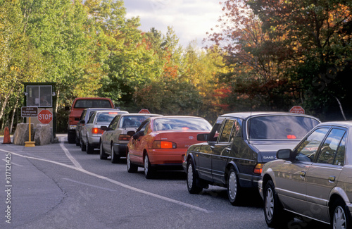 Cars Lined Up At Entry To Acadia National Park, Maine Fototapet
