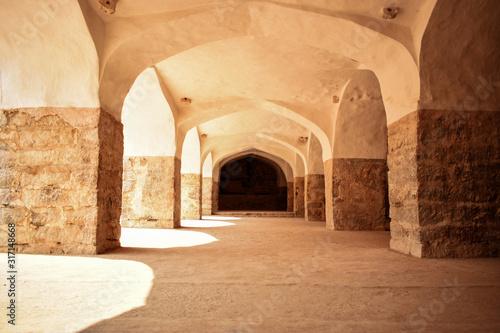 Fototapeta arkady   stare-starozytne-antyczne-historyczne-ruiny-murow-fortowych